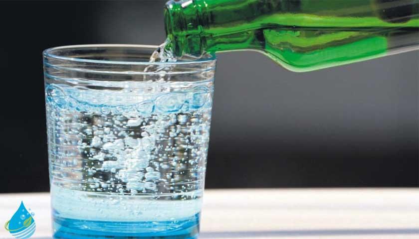 bardakta doğal maden suyu